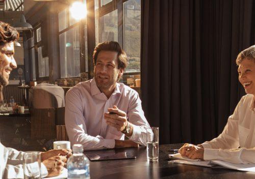 engagement-communication-happy-employees-team